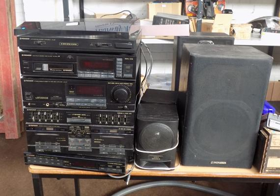 Pioneer multi play hi-fi stereo system 1980's inc turntable, CD, radio, cassette player, instructions, remote, 2 extra CD changers & 6 speakers
