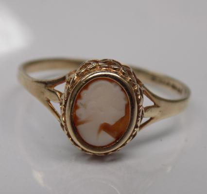 Vintage 9ct gold cameo ring, approx. size S