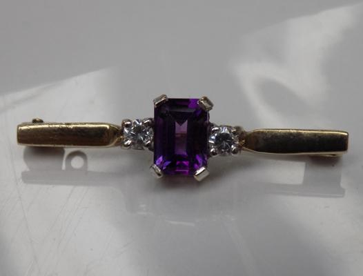 9ct gold brooch with amethyst stone & clear stone accents, 1 inch approx.