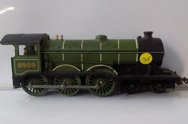 00 Gauge Triang Hornby locomotive , Lincolnshire regiment 8509