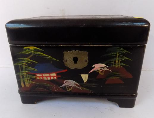 Oriental musical jewellery box with oriental & mother of pearl detailing