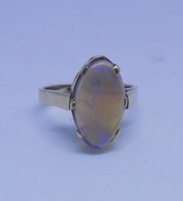 9ct gold oval Ethiopian Well opal ring - size N