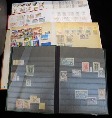 4 albums of world stamps