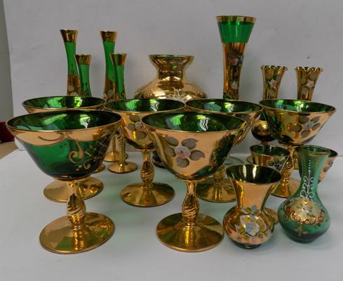 18 pieces of Italian glass