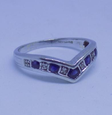 9ct white gold sapphire and diamond wishbone ring - size P