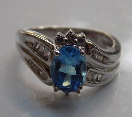 White and blue stone ring stamped 9K (4.3 grams)