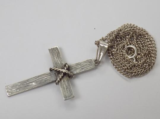 Vintage sterling silver cross on silver chain - approx. 22 inch chain