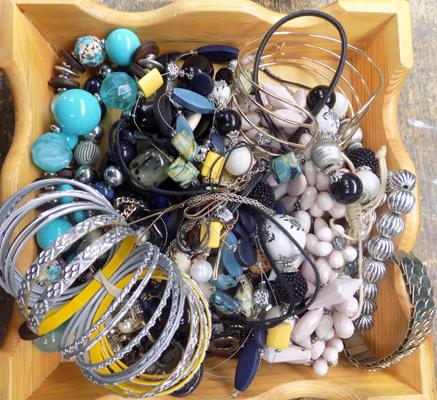 Mixed selection of costume jewellery