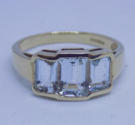 9ct gold aquamarine trilogy ring - Size N 1/2