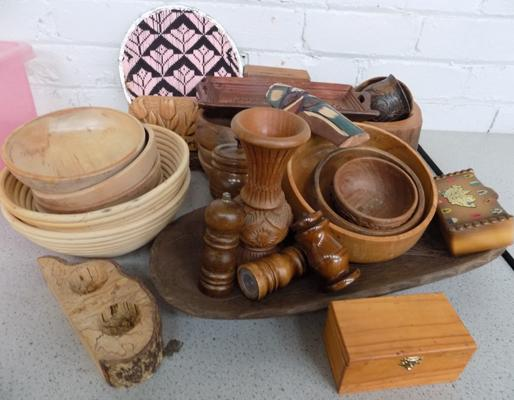 Box of treen - wooden collectables
