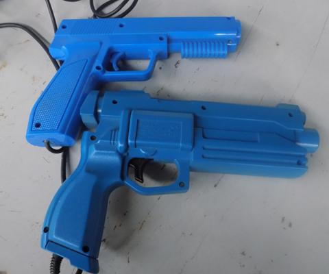 X 1 Sega Saturn gun + 1 other with similar fitting