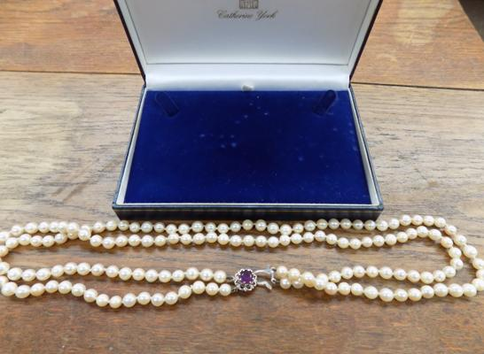 9ct gold clasped pearl necklace
