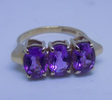 9ct gold large amethyst ring - size P