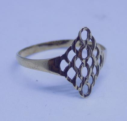 9ct gold lattice detail ring - Size P1/2