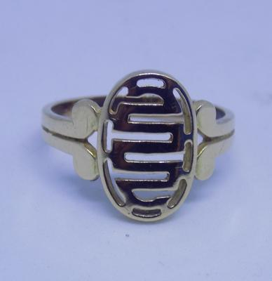14ct gold signet style ring - size R