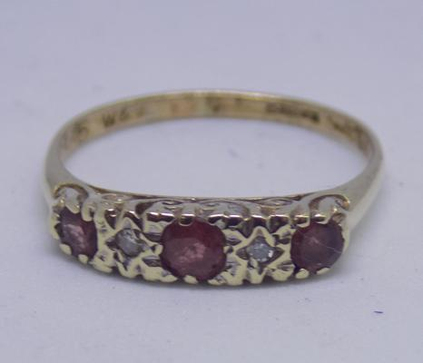 9ct gold Ruby & Diamond ring - size M