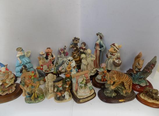 Box of ornaments & figures, - country artists, Border, Capodimonte, Nook Village