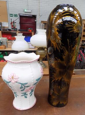 2 vases, 1 Romanian and 1 Jardiniere top