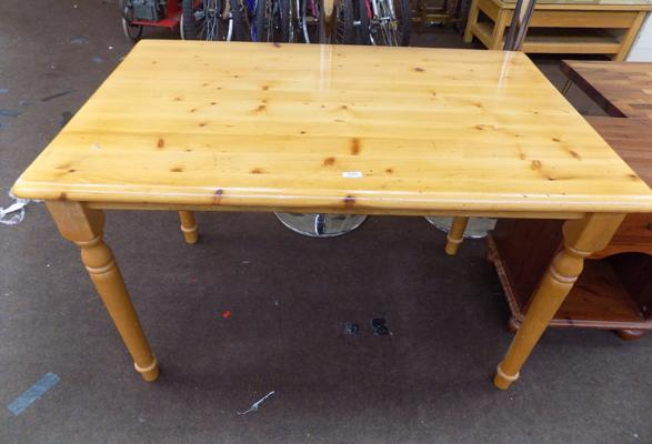 Pine cottage table
