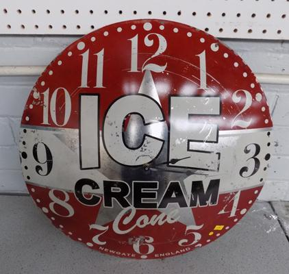 Dome retro 'Ice Cream Cone' wall clock