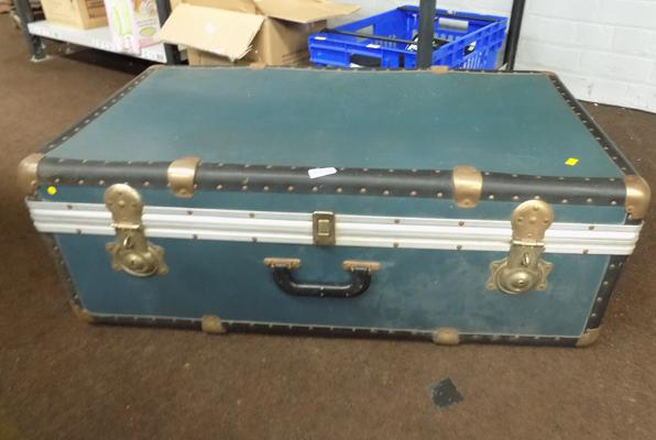 Suit case/ travel trunk