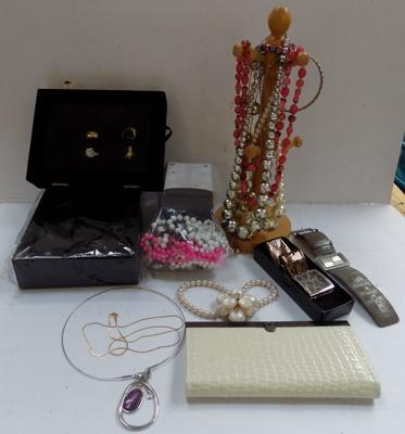 Box of jewellery