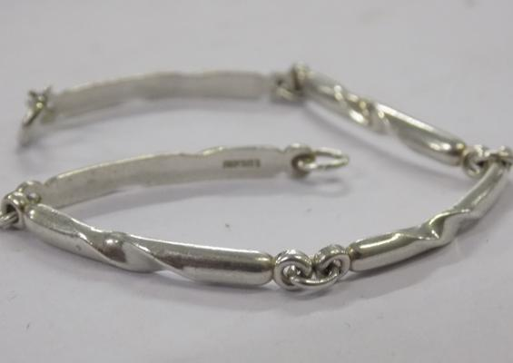 Solid 925 silver bracelet with twisted pattern approx 7 inches