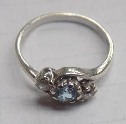 9ct white gold blue topaz trilogy ring - Size L 1/2