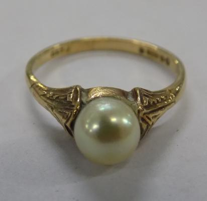 Vintage 9ct gold & real pearl ring approx size L