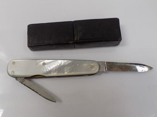Boxed vintage Mother of Pearl pen knife by Thomas Renshaw, silversmiths, Sheffield