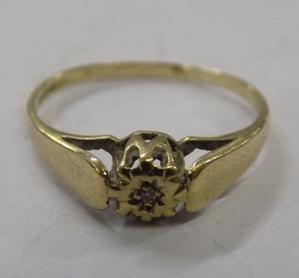 Vintage 9ct gold diamond solitaire ring approx size M 1/2