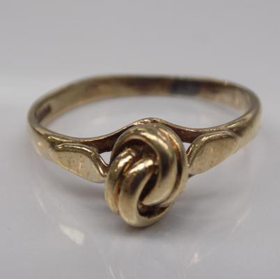 9ct gold love knot ring - size Q