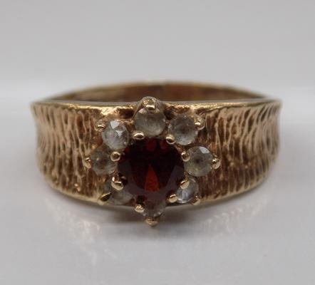 Vintage 9ct gold garnet flower cluster ring - Size O 1/2