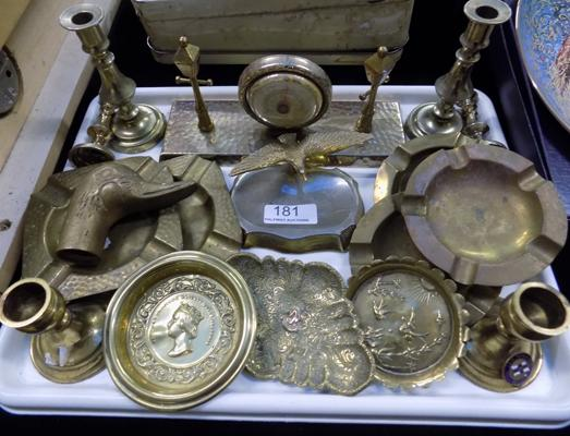 Tray of mixed brass items inc ashtrays, miniature candlesticks & others
