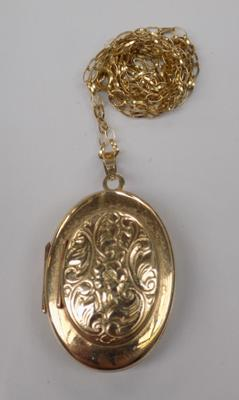 "9ct gold 3 way locket, holds 6 photos, on gold 20"" chain"