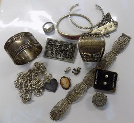 Good selection of silver & white metal items inc napkin rings