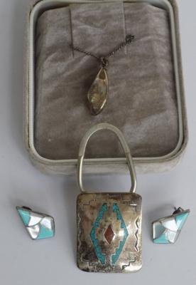 Small selection of silver jewellery