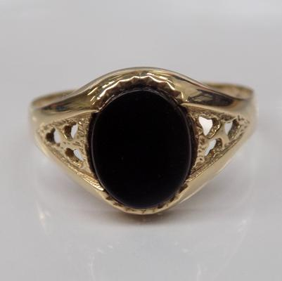 9ct gold black onyx signet ring - Size S 1/2