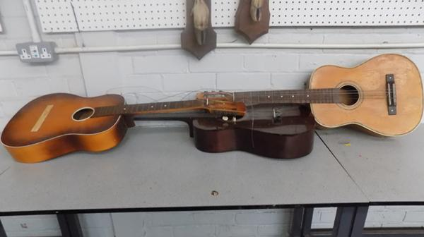 2x Acoustic guitars for spares & repairs