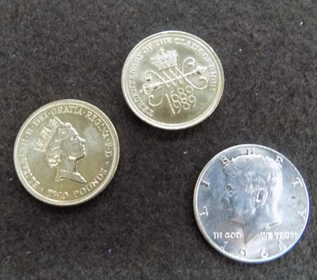 2 x £2 coins, Claim of Right, rare Bill of Rights coin set - 1989 and full silver JK Kennedy half dollar