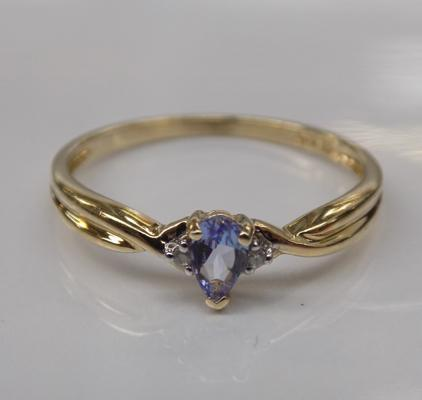 10ct gold ring - diamond and tanzinite - Size O