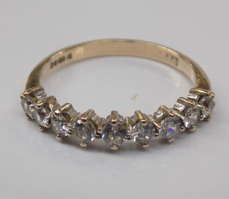 9ct gold half eternity ring - Size O