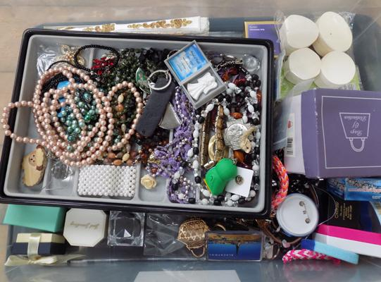 Box of costume jewellery & boxes