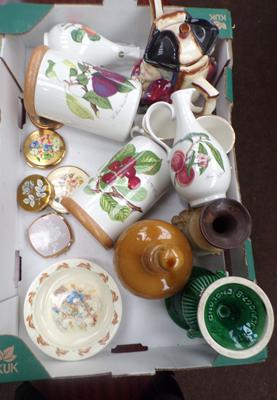Box of ceramics and 5 vintage compacts including Stratton