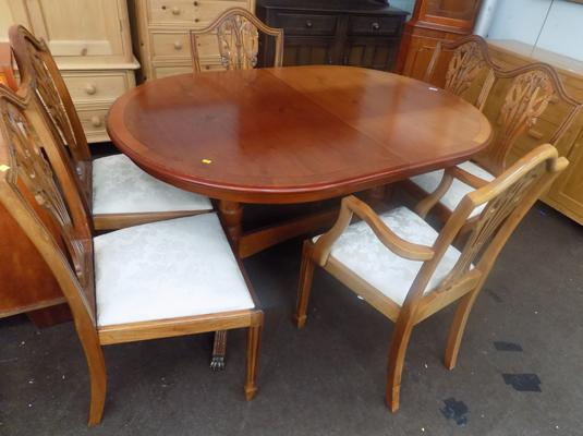 Large oval table, 4 chairs and 2 carvers