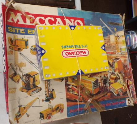3 boxed Meccano sets