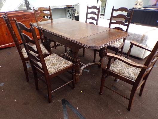 Jacobeen extending dining table & 4 chairs & 2 carvers