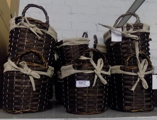 17 small wicker baskets