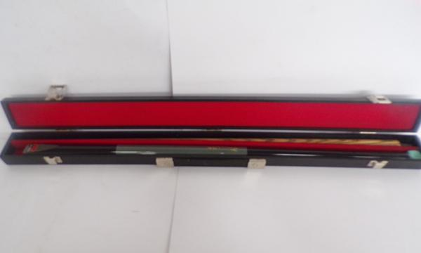 Pro snooker cue boxed-signed Jimmy White