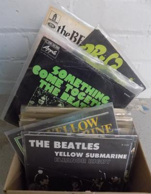 Box of 1960's singles approx 100 inc rare Beatles in picture sleeves